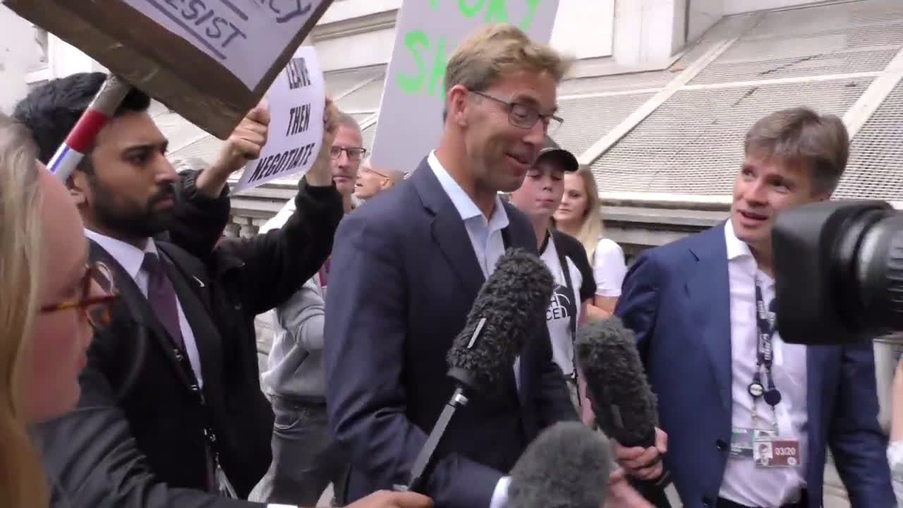 UK: MPs arrive for Johnson meeting amid election ultimatum
