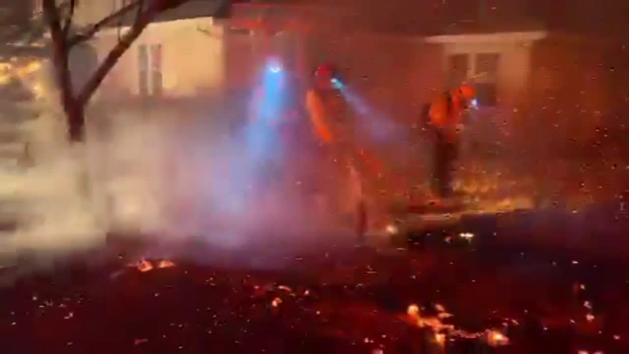 USA: Kincade wildfire forces thousands to evacuate across Sonoma County