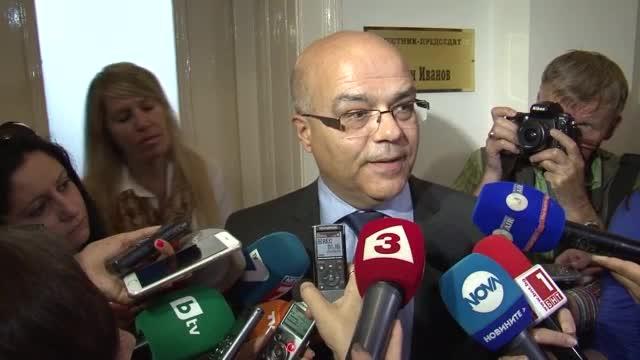 Бакалов обещал да предаде архива на военното разузнаване