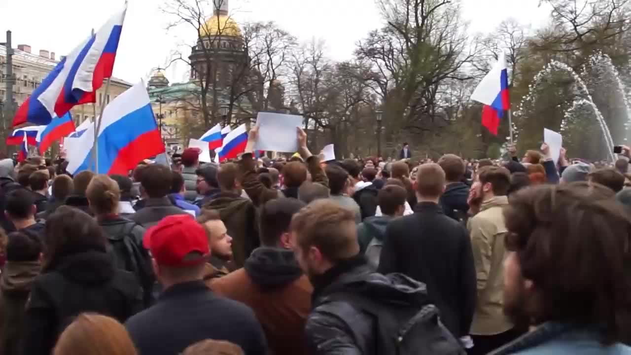 Russia: 2,000 gather for mass unsanctioned protest led by Navalny in St. Petersburg