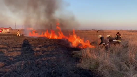 Пожар гори край рафинерията на Лукойл в Бургас