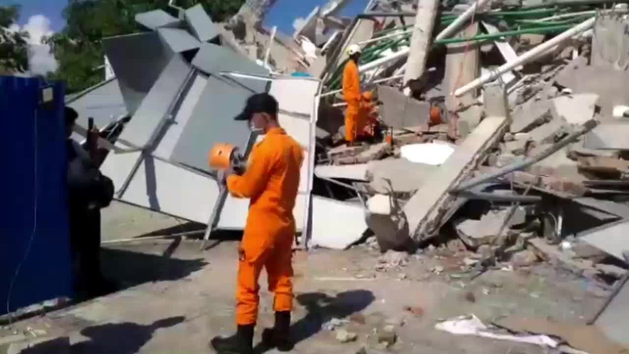 Indonesia: Rescue work continues in Palu after earthquake, tsunami kills hundreds