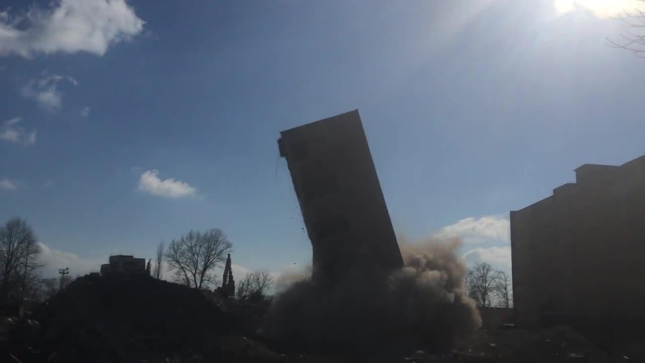 Професионално разрушаване на кула с височина 30м в завод Слънце