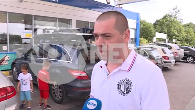 Турски тир ударя коли, шофьорът плаши с щанга