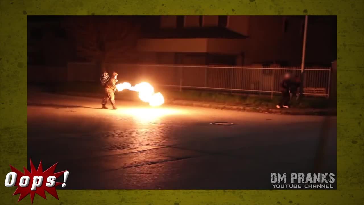 Психопат с огнехвъргачка и зомби с брадва (скрита камера)
