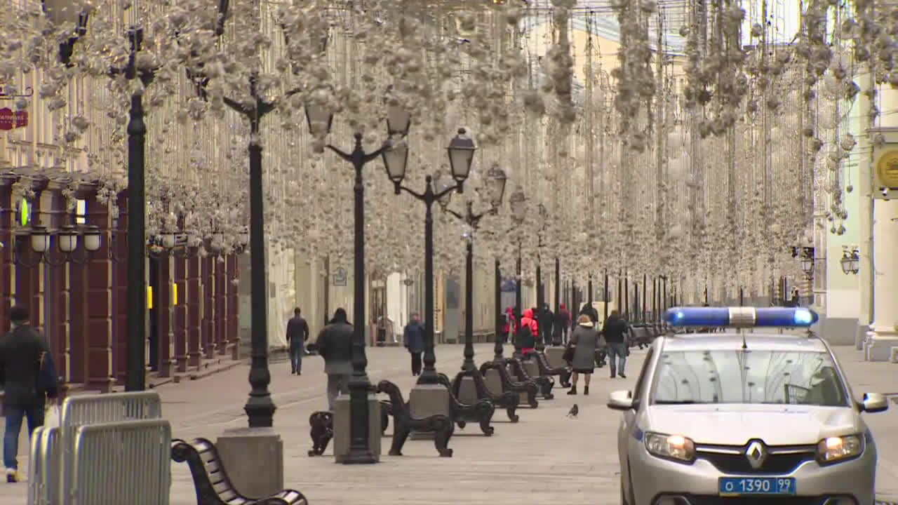 Russia: Moscow streets empty as capital begins coronavirus lockdown
