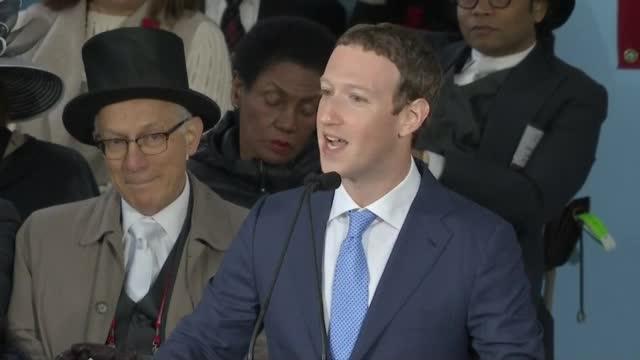 Марк Зукърбърг се дипломира в Харвард след 12 години