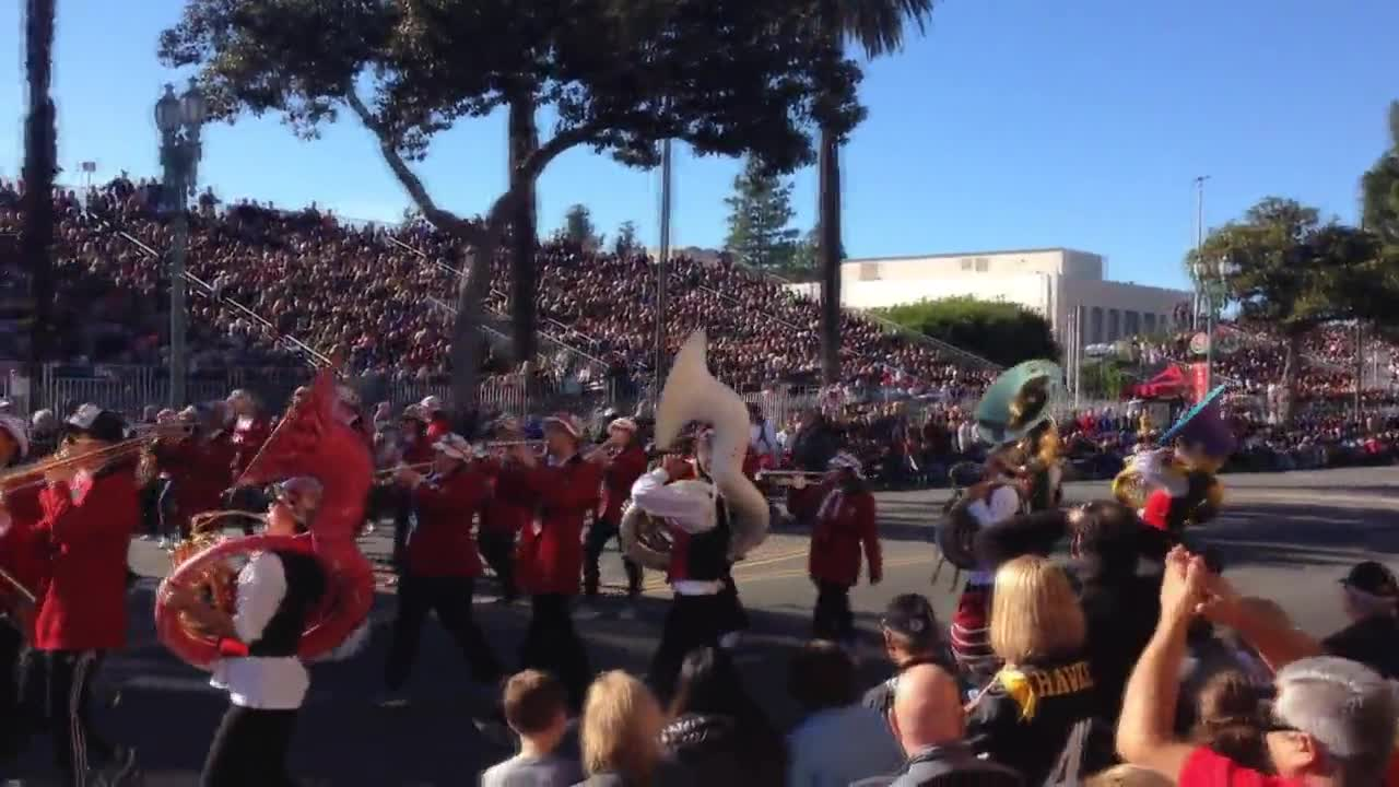 USA: 'Trump is disgusting' appears in sky over Pasadena's Rose Parade