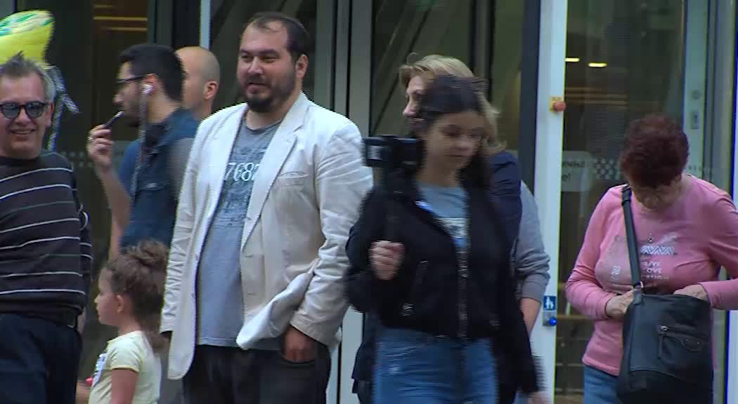 Протестиращи се събраха пред БНТ