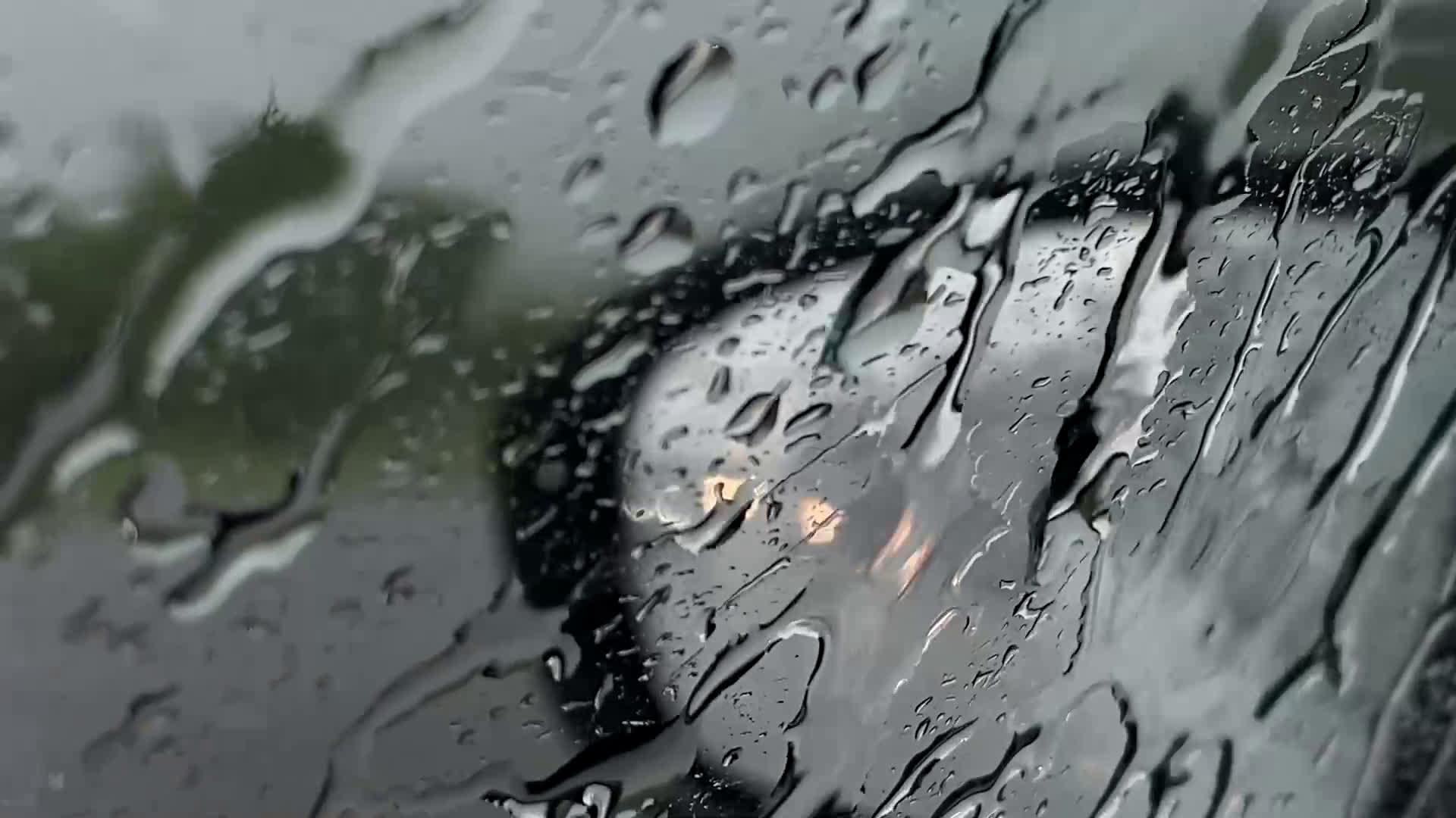 """Проливен дъжд с градушка по АМ """"Тракия"""" в района на Стара Загора"""