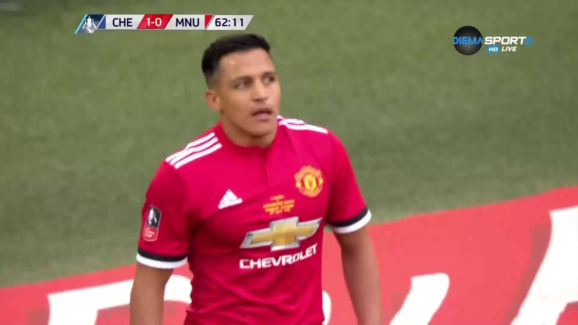Алексис вкара, голът не бе зачетен, а Куртоа се нарани
