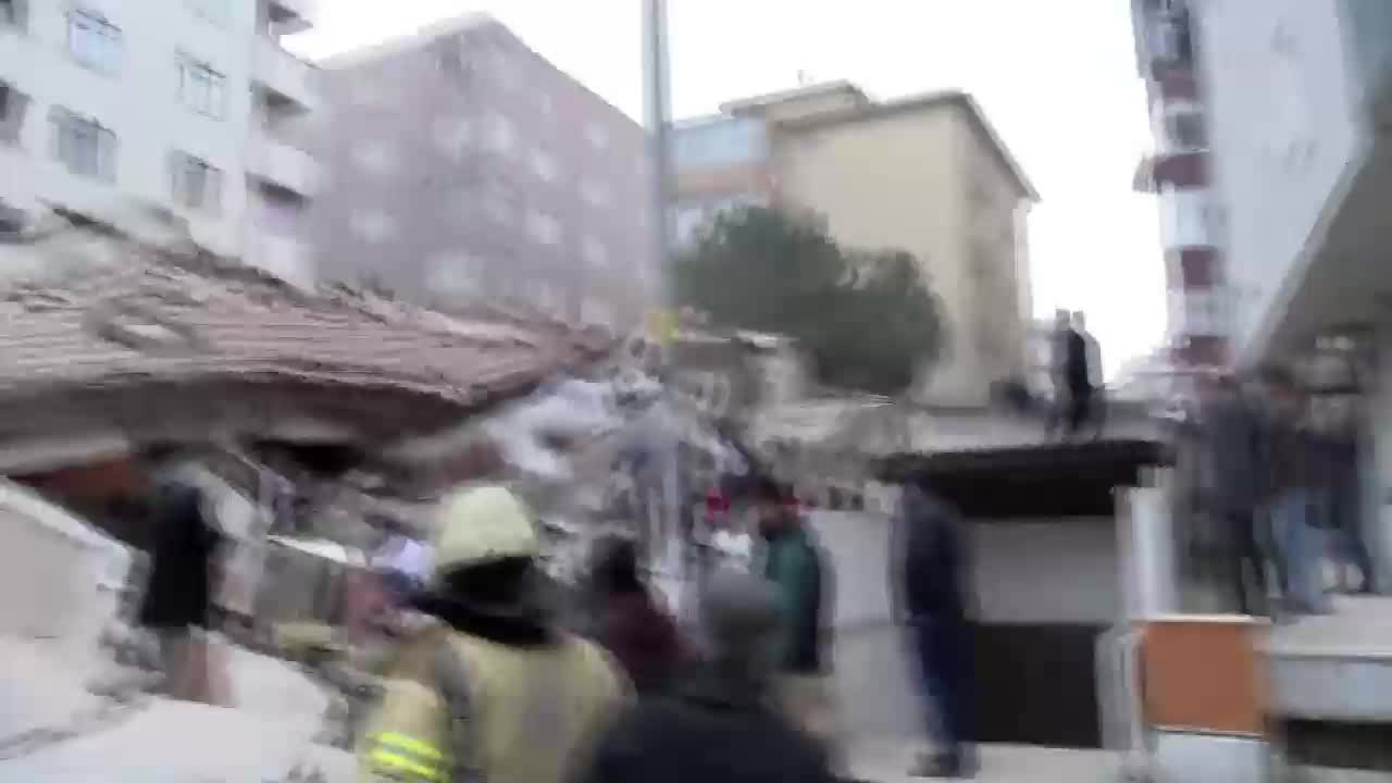 Turkey: Eight-storey residential building collapses in Istanbul