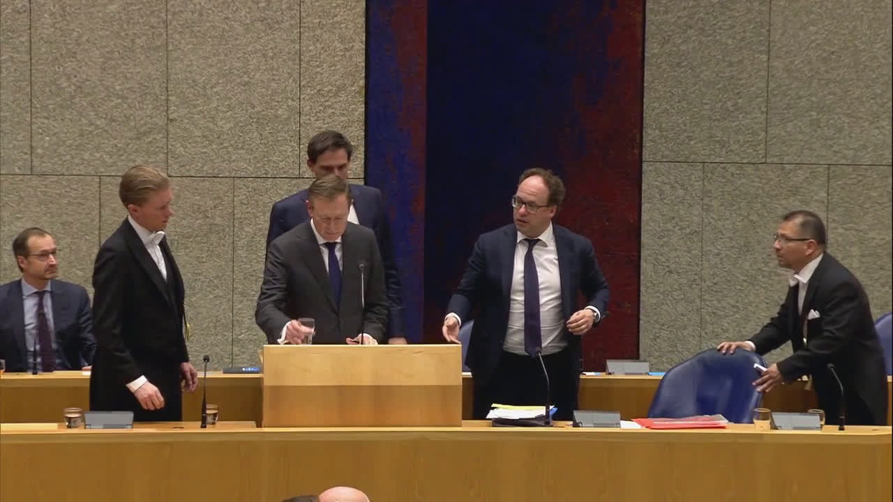 Netherlands: Health minister resigns after collapsing during parliament debate