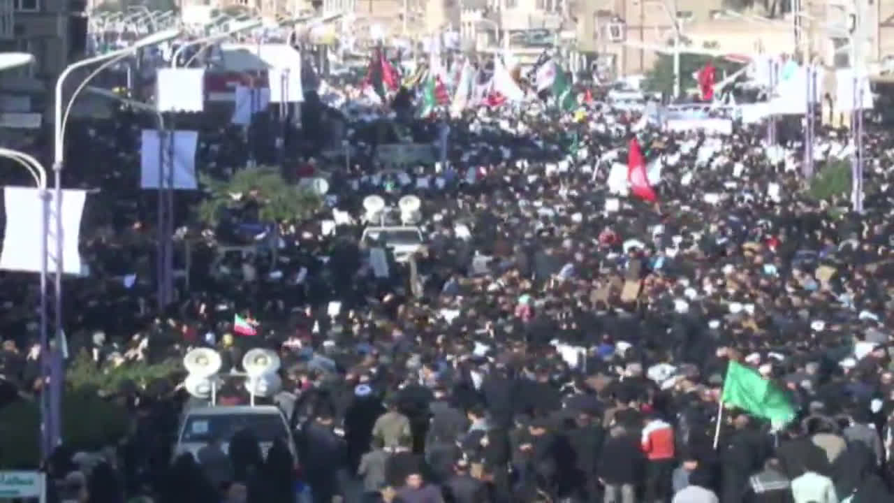 Iran: Tens of thousands rally to welcome Soleimani's remains