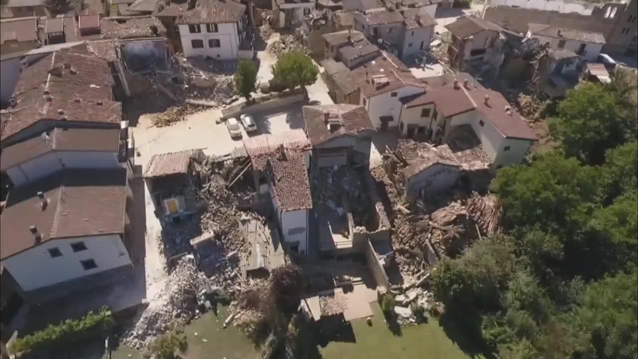 Разрушенията в Аматриче от въздуха