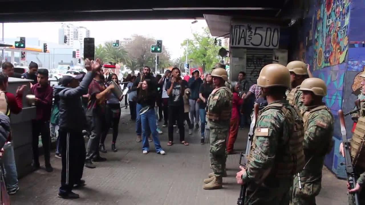 Чили: Протестите продължават след решението за вдигане на таксите