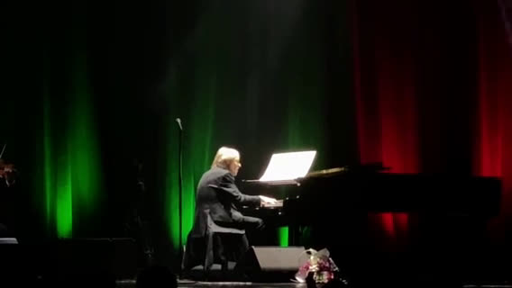 Световноизвестният френски пианист Ричард Клайдерман изправи на крака зала 1 на НДК (ВИДЕО+СНИМКИ)