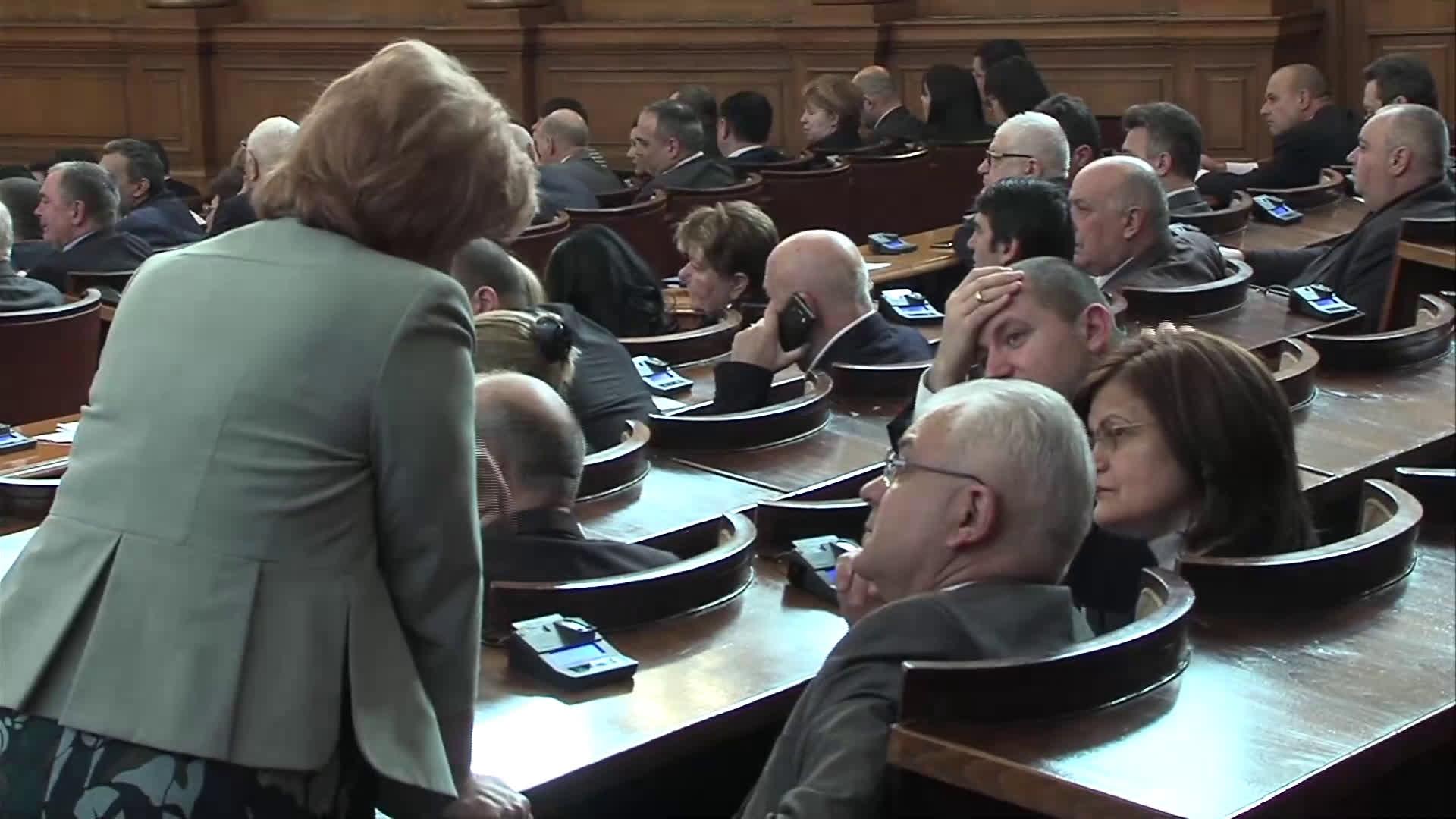 """Нинова: Правителството """"Борисов"""" 3 е внесло 735 хил. тона боклук от трети страни"""