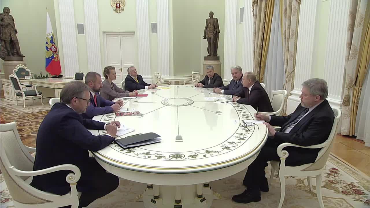След като спечели изборите, Путин се срещна с другите кандидати