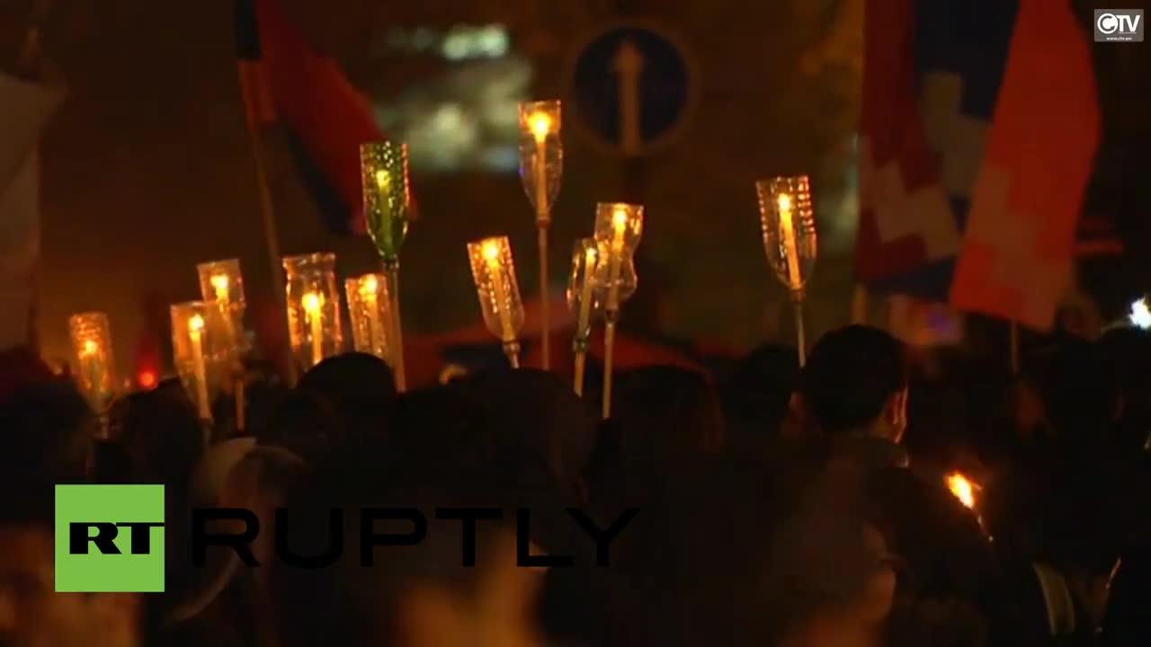 В Ереван почитат с факелно шествие жертвите на арменския геноцид