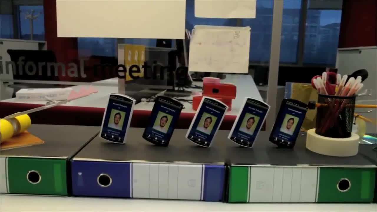 Домино със смартфон телефони ... Удивително!
