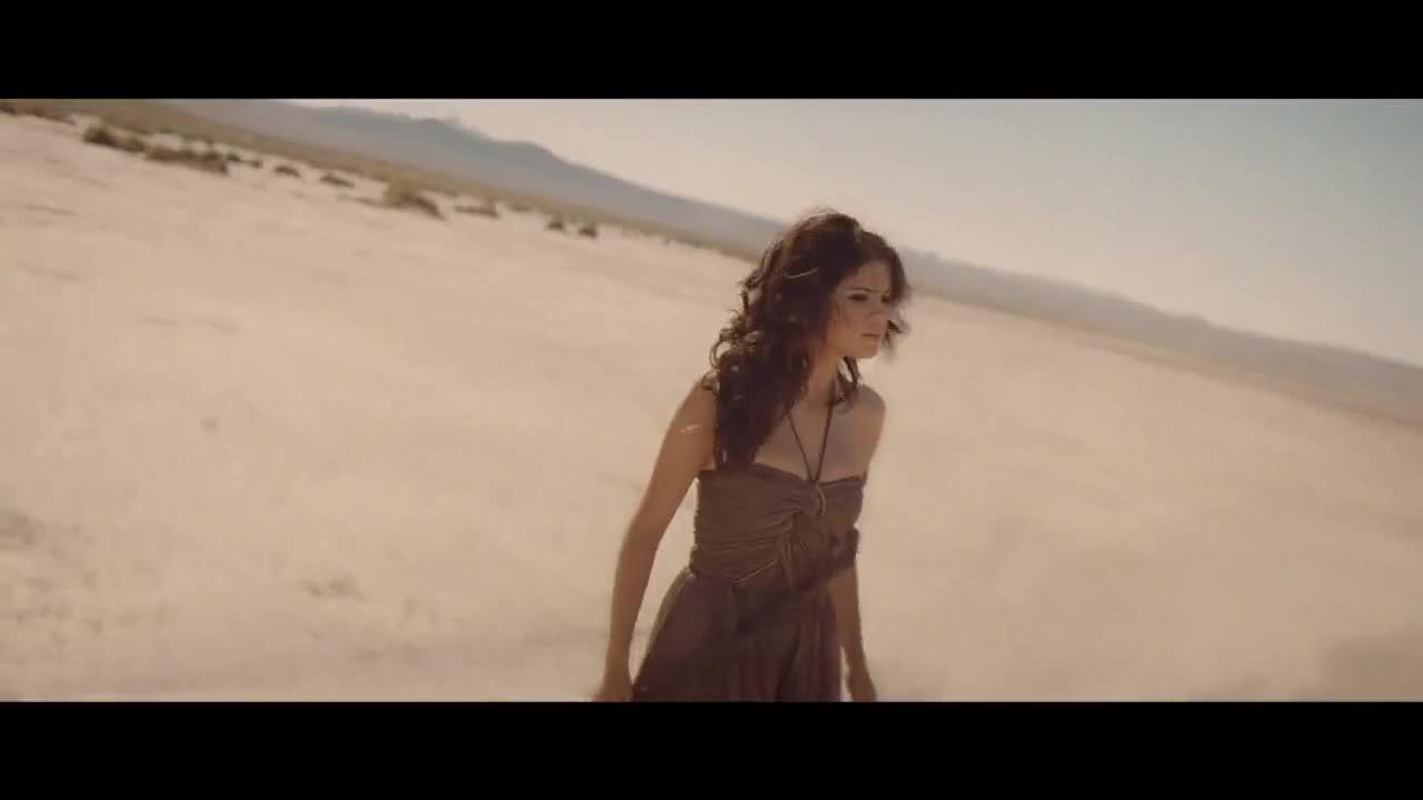 official video испанска версия Selena Gomez - Un Ano Sin Lluvia