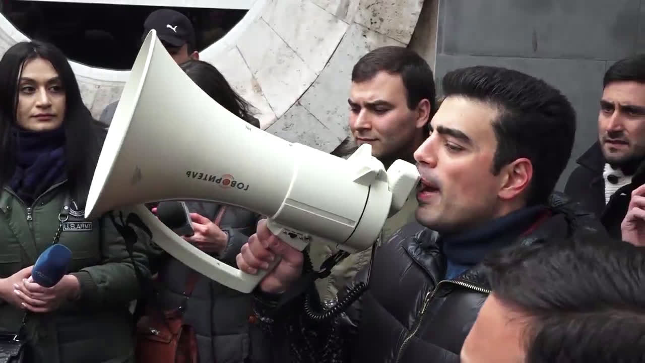 Armenia: Protesters storm government building in Yerevan