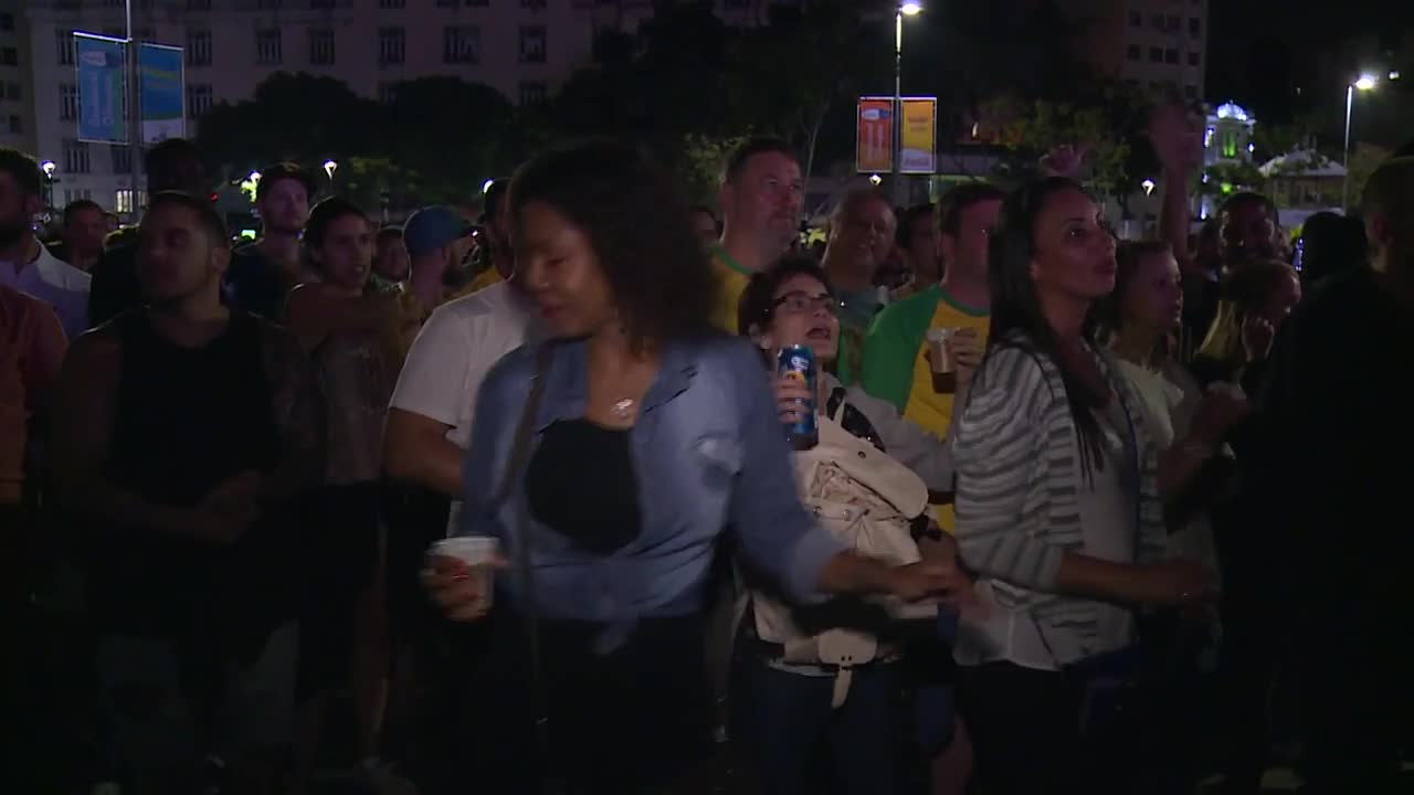 Хиляди гледаха откриването на Олимпийските игри извън стадиона в Рио