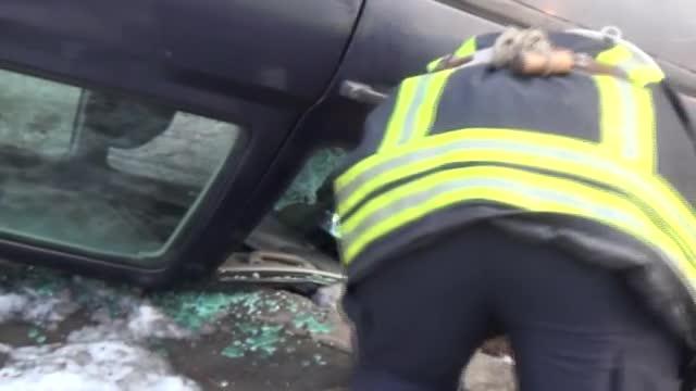 Кола се преобърна по таван, водачът загина