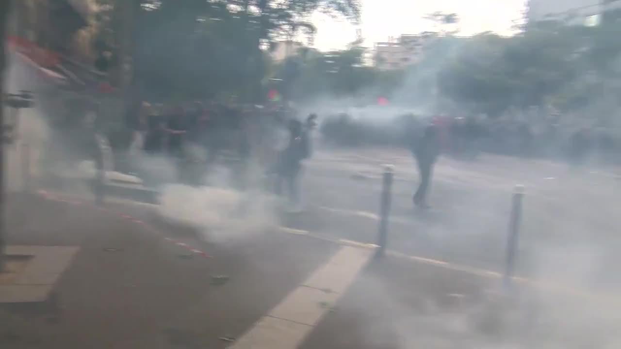 France: Tear gas flies as Paris protests labour law reforms