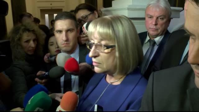 Цачева: Депутатите от ГЕРБ са зад мен, няма да подавам оставка