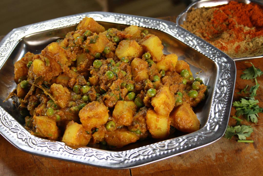 Къри с картофи и грах   Индия с Рик Стайн   24Kitchen Bulgaria
