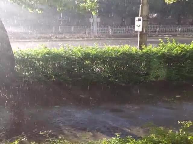Слънце, дъжд и градушка в София