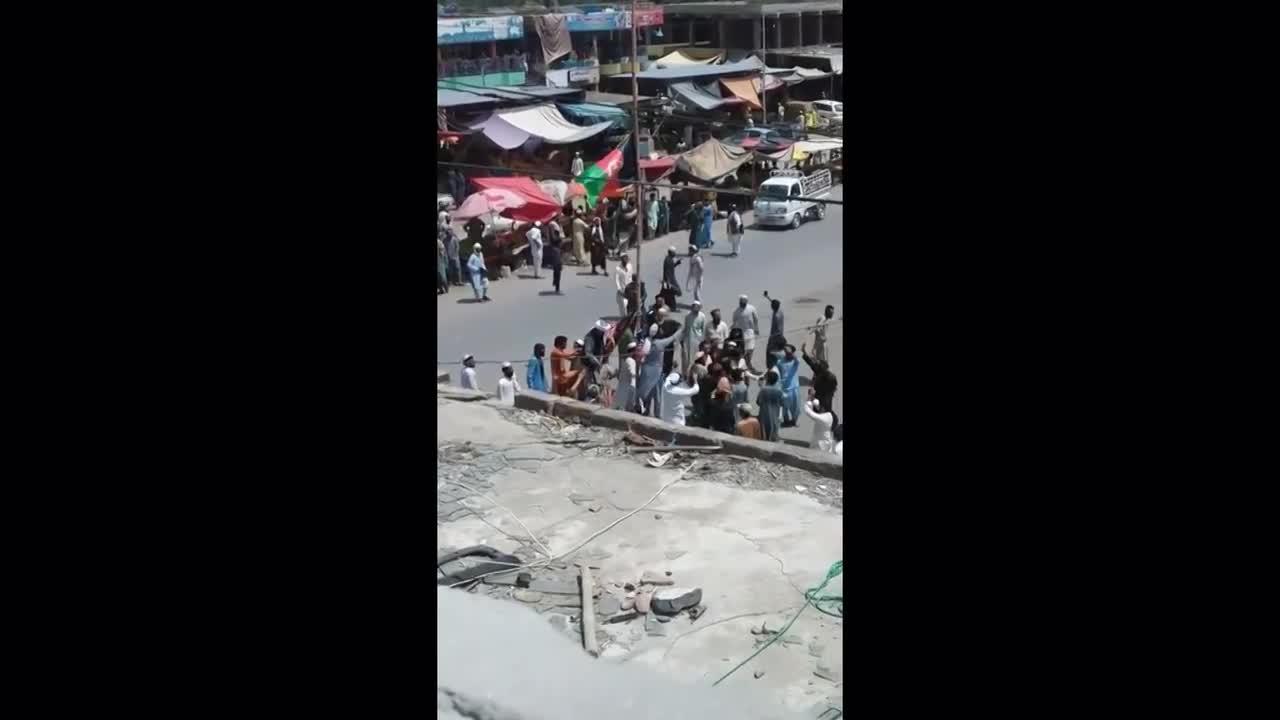 Afghanistan: Taliban militants disperse protesters over display of Afghan flag in Nangharhar province