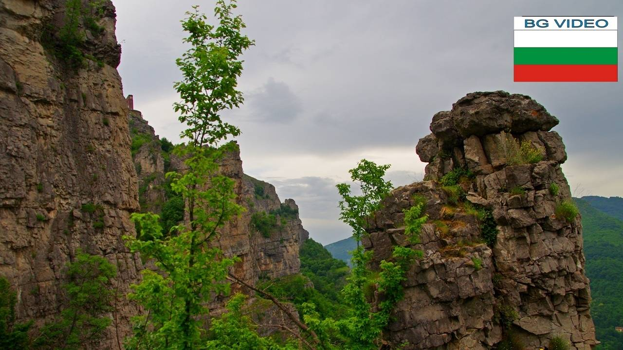 Извор Житолюб и късата река под Лакатнишките скали