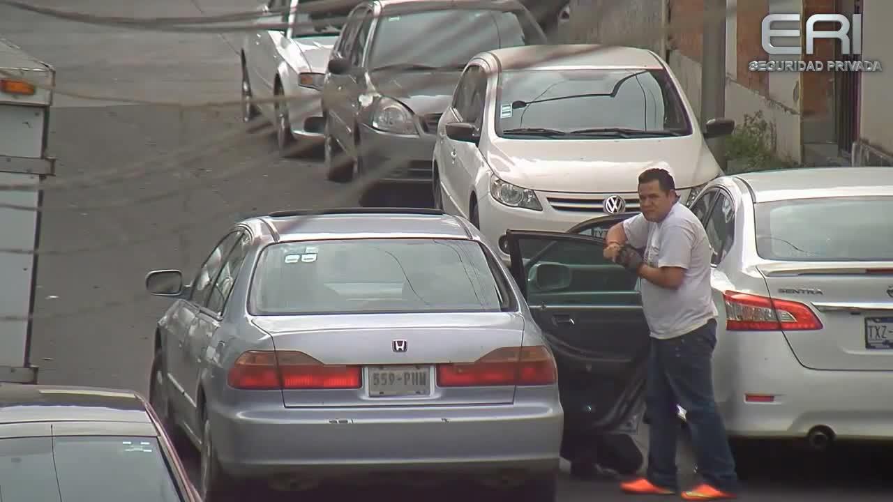 1d3eb635518 Улични гардове реагират светкавично, осуетяват кражба на изпечени авто  апаши ! Vbox7