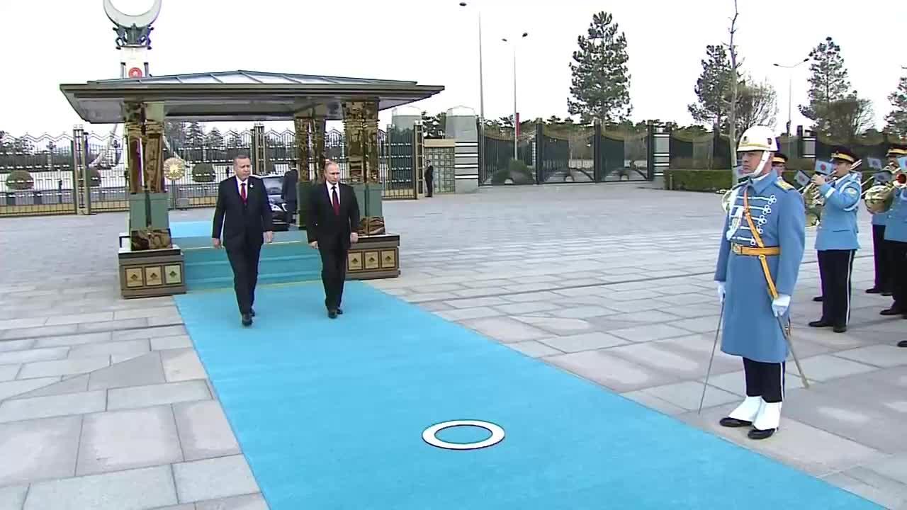 Путин бе посрещнат с почести в Анкара