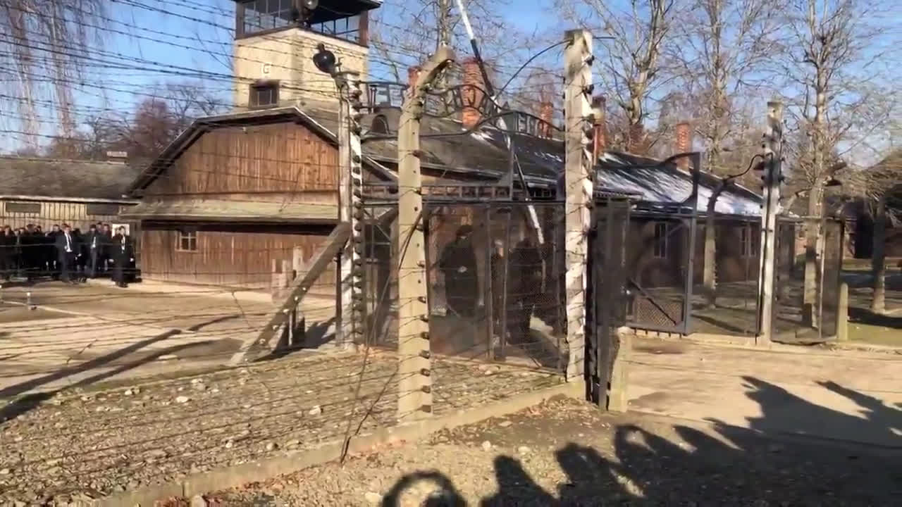 Poland: Merkel visits Auschwitz concentration camp for 1st time as chancellor