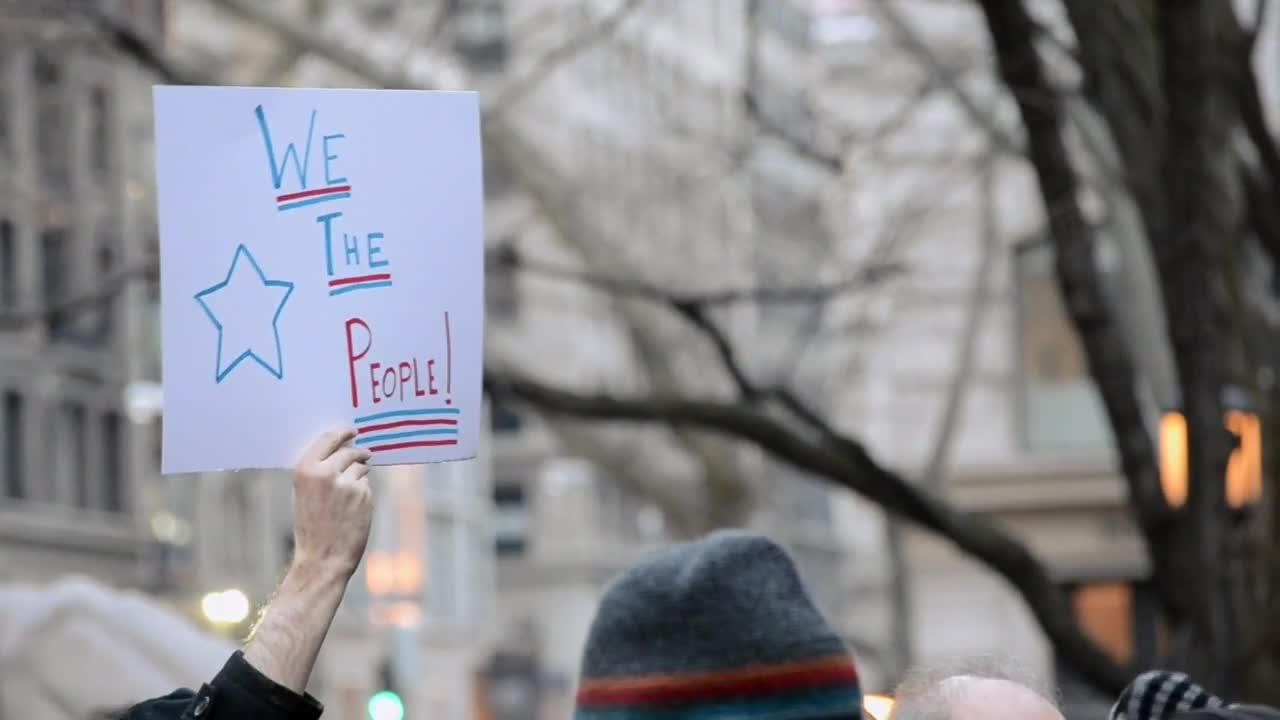 Хиляди поети и актьори протестираха срещу Тръмп в Ню Йорк