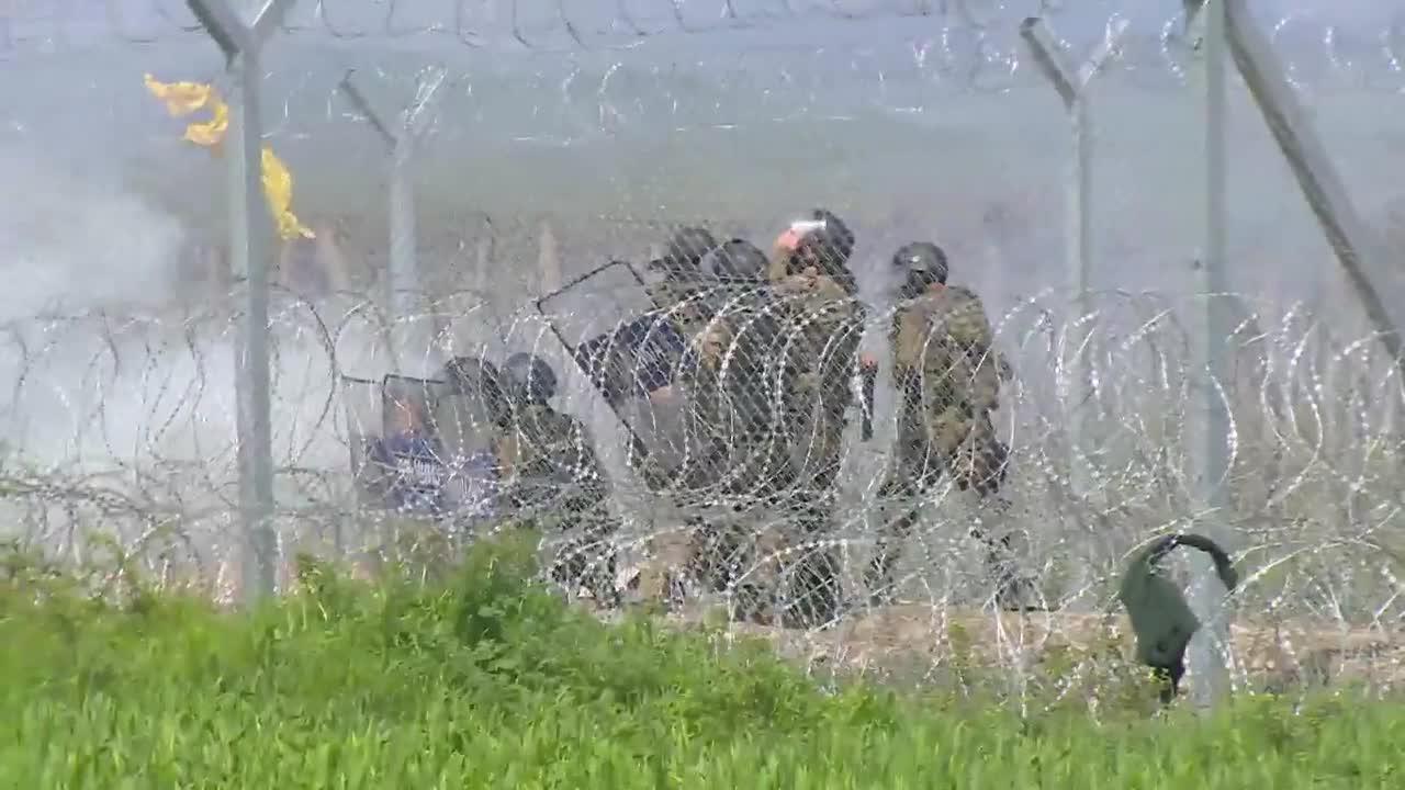 Сблъсъци между полиция и мигранти в Идомени