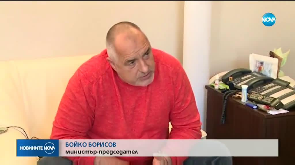 Борисов проверява как се шият маски и предпазни облекла в Калофер