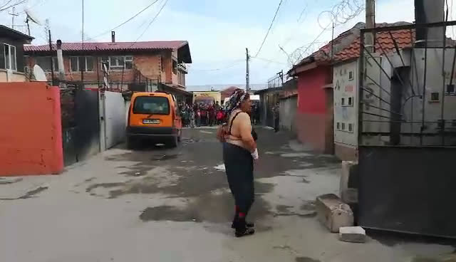 Кючек и стриптийз пред полицаите в бургаското гето 2