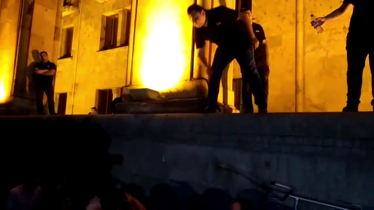 Georgia: Dozens injured in Tbilisi as protesters demand resignation of top officials