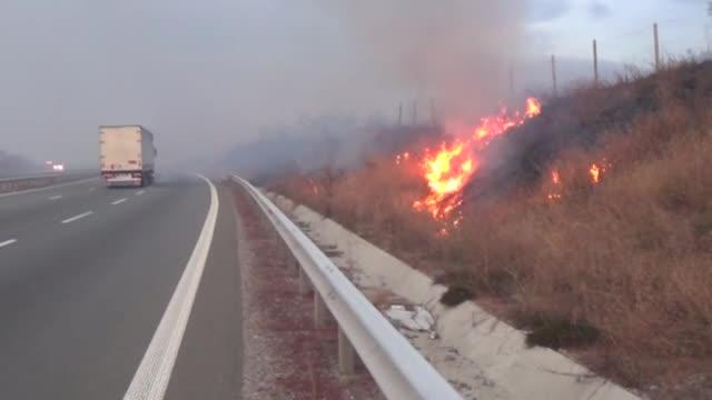 """Пожар край Дупница, АМ """"Струма"""" е силно задимена"""