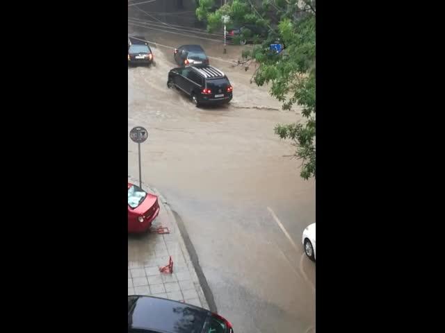 Проливен дъжд се изля във Варна