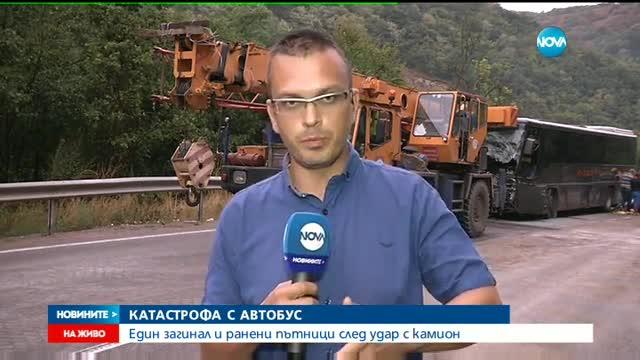 """Един загинал и ранени при жесток сблъсък на автобус и камион на """"Боаза"""""""