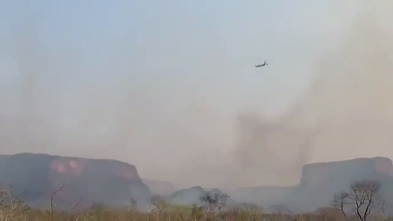 Bolivia: Firefighting 'supertanker' continues battle against Amazon wildfires