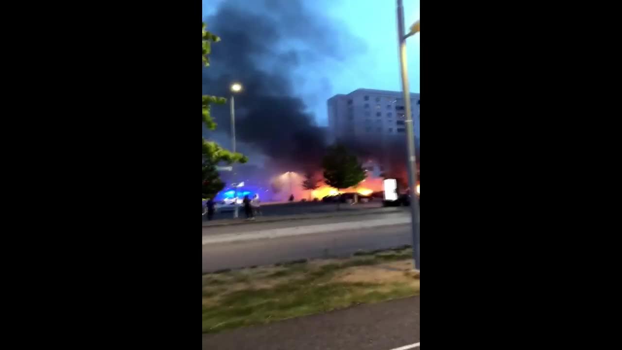 Sweden: 15 cars torched in Gothenburg arson attacks