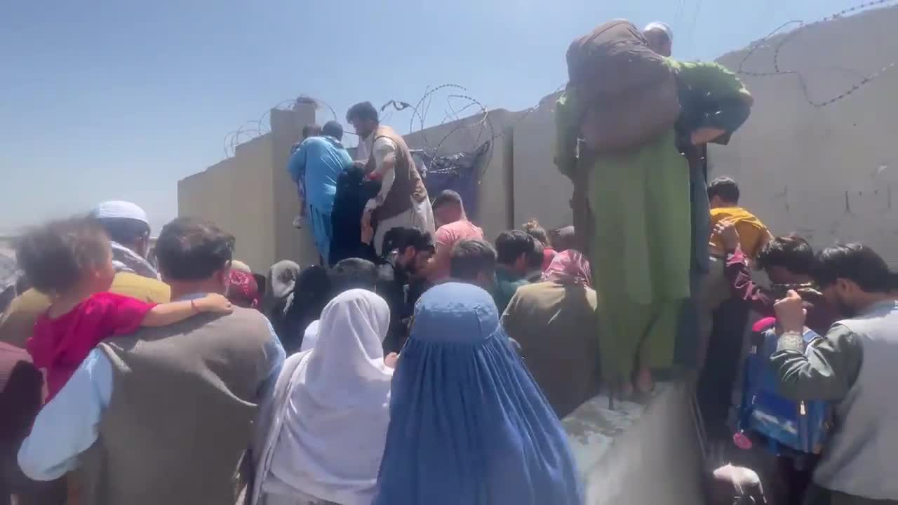 Afghanistan: Fleeing families storm Hamid Karzai International Airport after Taliban takeover