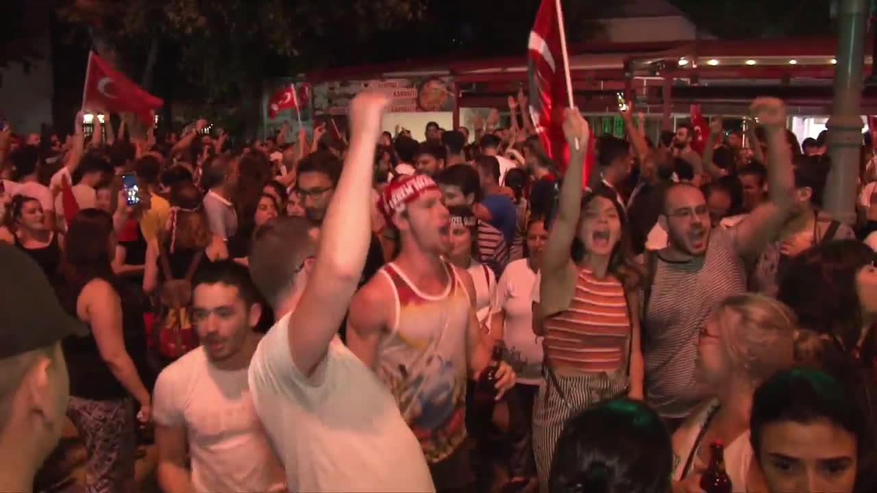 Turkey: Thousands take to Istanbul streets to celebrate Imamoglu\'s victory